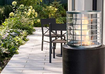 Photo d'un espace ouvert avec une cheminée éthanol haut de gamme portable - Cheminée éthanol extérieur