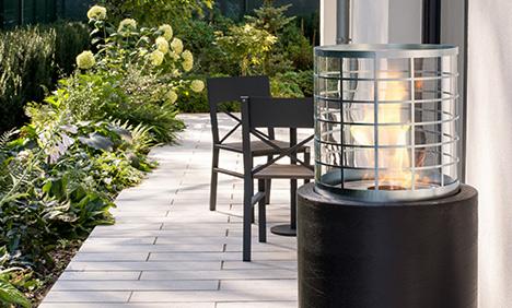 Photo d'un espace ouvert avec une cheminée éthanol haut de gamme portable